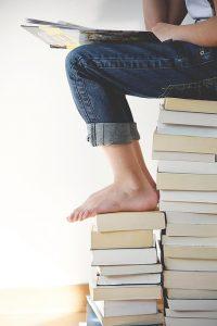 Nohy na knihách