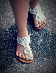 Sandále na nohách